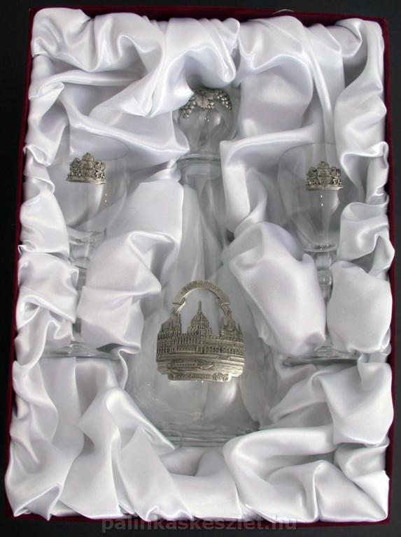 Ón boros készlet díszdobozban, Országházat ábrázoló ón díszítéssel. Egyedi darab.