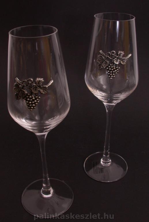 Fehérboros poharak szőlőfürtös mintával