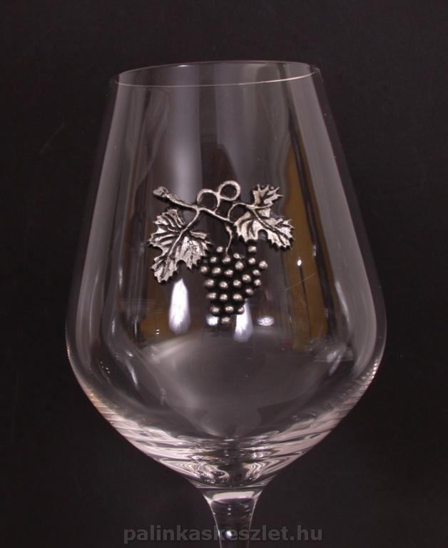 Vörösboros pohár szőlőfürtös óncímkével