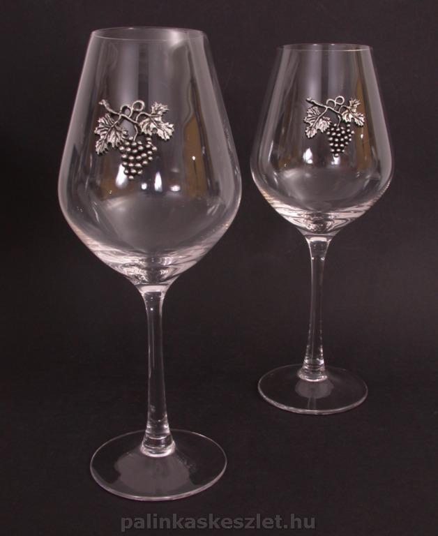 Vörösboros poharak szőlőfürtös óncímkével