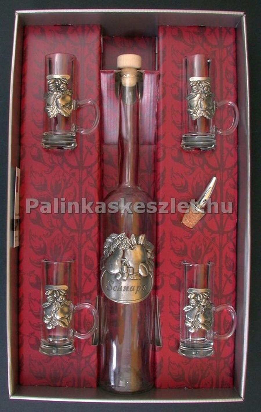 ARTINA pálinkás készlet vegyes gyümölcsös snapszos ón verettel díszítve. 1 pálinkás üveg dugóval, 4 pálinkás pohár egy kiöntő és díszdoboz tartozik a készlethez.