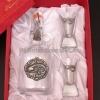Pálinkás készlet csatos pálinkás üveggel, 2 pálinkás pohárral harcsát ábrázoló ón verettel díszdobozban.