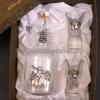 Körte pálinkás készlet csatos pálinkás üveggel, 2 pálinkás pohárral körtét ábrázoló ón verettel díszdobozban.