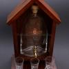Pálinkás készlet Magyar címerrel, csapos pálinkás üveggel, 3 pálinkás pohárral, barna színű fa házikóban
