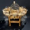 Grappás pálinkás készlet csapos pálinkás hordóval, 6 grappás pálinkás pohárral, fa állvánnyal natúr színben
