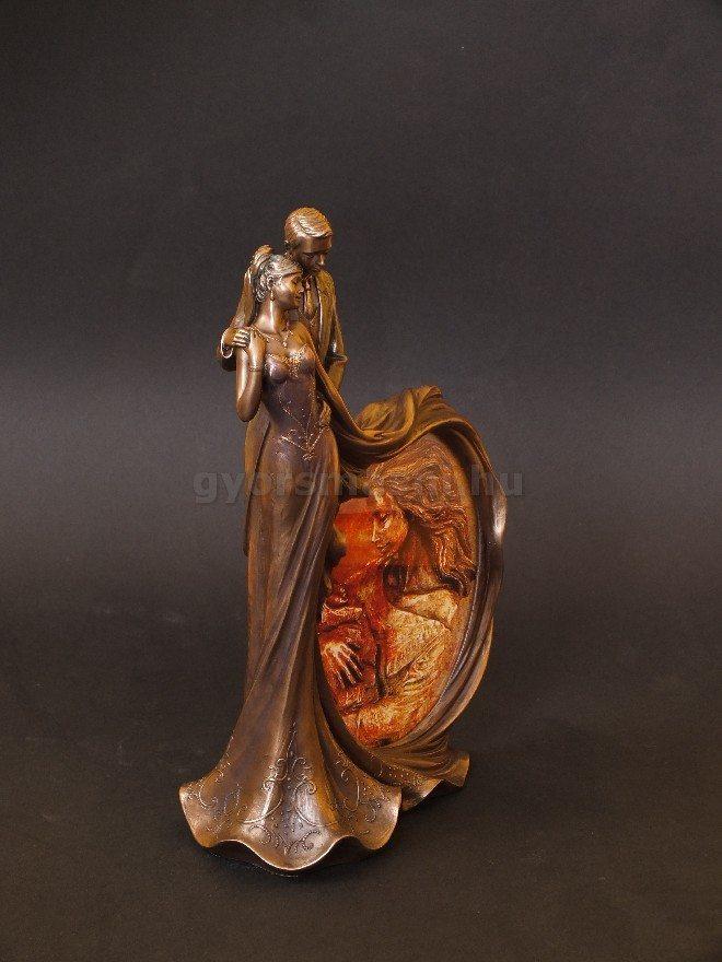 Táncoló pár szobor képkerettel nászalyándéknak