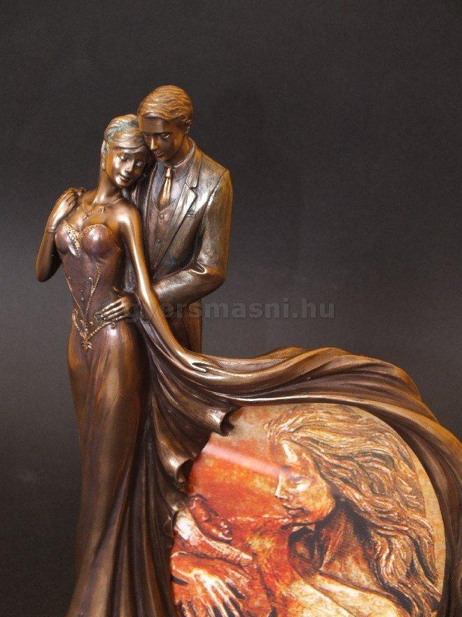Táncoló pár szobor képkerettel táncversenyre