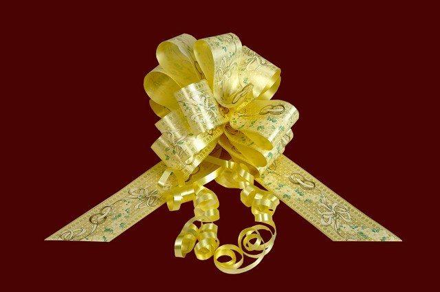 Esküvői masni 5cm széles 150 cm hosszú vajszínű mintás anyagból