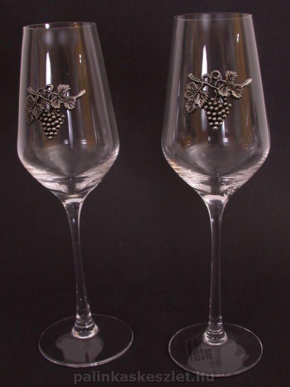 Szőlőfürtös ónrátéttel díszített boros poharak