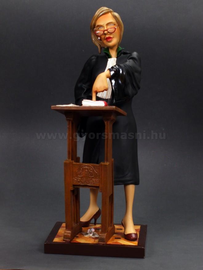 Ügyvédnő karikatúra szobor